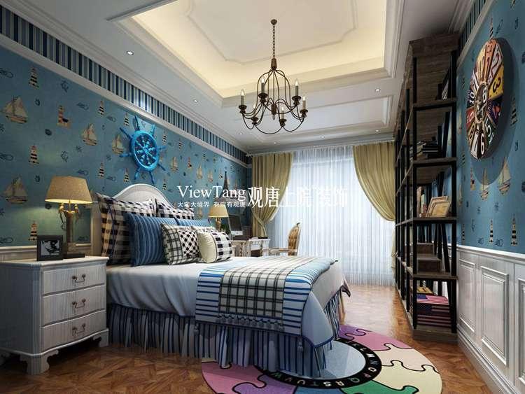 主卧室采用了静谧的孔雀蓝,深色的欧式家具,稳重内敛,白色的